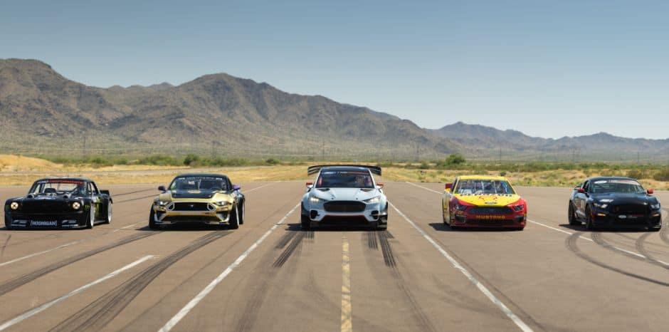 Spektakularno predstavljanje brutalnog Forda na struju: Mach-E 1400 protiv četiri Mustanga